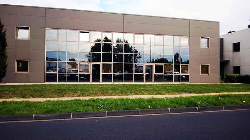 Protection thermique et solaire pour immeubles de bureaux ou immeubles industriels