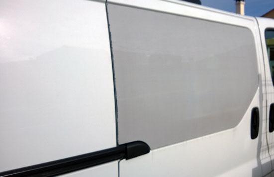 Film micro-perforé pour voiture, camionnette et véhicules utiltiaires