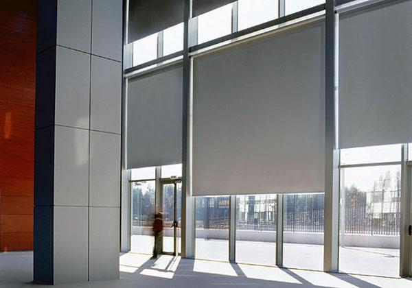 Store solaire pour baie vitrée large et haute
